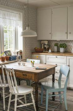 Sissel og Jostein hadde lenge drømt om et landlig liv Cottage Kitchens, Decoration, Design Inspiration, Kitchen Inspiration, Future House, Kitchen Design, House Plans, Sweet Home, Dining Table