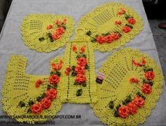 Sandra Roque Artesanatos: Jogo de banheiro amarelo claro com flores e mini b...
