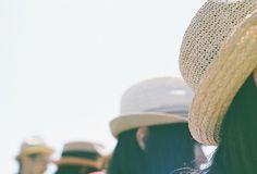 青空の下の麦わら帽子たち by koion