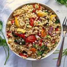 Vegan Couscous Recipes, Pearl Couscous Recipes, Vegan Pasta, Vegan Food, Veggie Dishes, Veggie Recipes, Healthy Recipes, Cooking Israeli Couscous, Couscous Salad