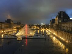 The history of the Pei Pyramids of Paris. Based on the great pyramid of Giza the entrance to the famous Louvre museum is controversial and impressive. Foto Paris, Paris In Spring, Jardin Des Tuileries, Louvre Paris, Great Pyramid Of Giza, Stone Street, Pyramids Of Giza, Belle Villa, Le Palais