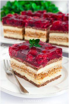 Strawberry Mousse Cake, Strawberry Banana Bread, Strawberry Cheesecake Bites, Lemon Raspberry Bars, Raspberry Cookies, Raw Desserts, Dessert Recipes, Soft Frosted Sugar Cookies, Easy Vegan Cookies