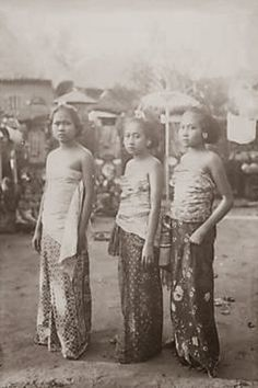 Three beautiful Balinesse girl ~ Bali ~ Indonesia ~ 1920s