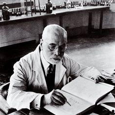 « Un parfum réussi est celui dont l'odeur correspond à un rêve initial. » Jacques Guerlain 1912