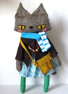 Molly the Cat // Stuffed Animal Plush Doll. Molly looks pretty bitter Sewing Toys, Sewing Crafts, Sewing Projects, Stuffed Animal Cat, Stuffed Animals, Plush Dolls, Doll Toys, Softies, Couture Main