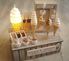 Miniature ice cream shop by nu nu Miniature Crafts, Miniature Food, Miniature Dolls, Tiny Food, Fake Food, Polymer Clay Miniatures, Dollhouse Miniatures, Dollhouse Ideas, Doll Crafts