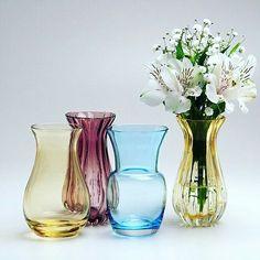 Os nossos vasinhos de murano não param de surpreender... Continuam fazendo o maior sucesso e você não pode deixar de ter o seu!  Para comprar, acesse:  www.diorsidecor.com.br WhatsApp  (12) 9 9715 2022  comercial@diorsidecor.com.br  Condições especiais para arquitetos e decoradores!  #bemestar #decor #casa #home #house #decoração #arquitetura #summer #tendencia #promoçaododia #vasos #muranos #murano #color #presentes #flores