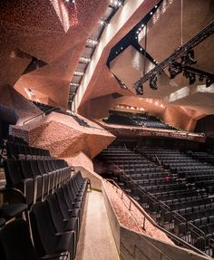 Sonic Spaces: the cave-like interior of CKK Jordanki concert hall in Toruń, Poland, built from broken brick and concrete by Spanish architect Fernando Menis. Concert Hall Architecture, Auditorium Architecture, Auditorium Design, Tenerife, Archdaily Mexico, Theatrical Scenery, Decoration Shop, Hall Design, Theatre Design