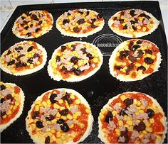 Mini Pizza - Sousoukitchen http://youtu.be/fitSUfNb2_o