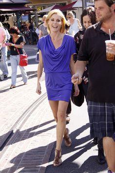 "Julie Bowen Photos: Julie Bowen on ""Extra"" at the Grove in LA"