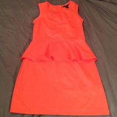 H&M peplum dress This dress is awesome! Stunning cut, great material. Flattering and in perfect condition! Coral color! Zip up back. Size 6! H&M Dresses