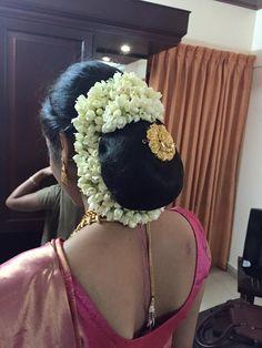 Indian Long Hair Braid, Braids For Long Hair, Flower Bun, Bridal Hair Buns, Indian Flowers, Cute Beauty, Bun Hairstyles, Desi, Dressing
