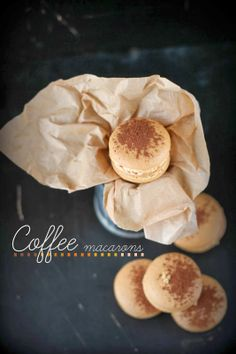 Macarons de café con crema de toffee