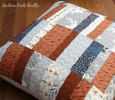 Hello Bear Pillow Cover / Quilted Pillow Sham by ModernPartiQuilts