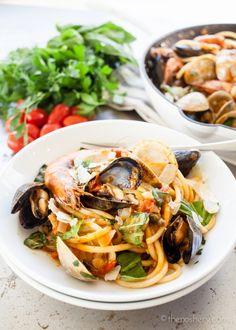 The Noshery | Seafood Pasta (Pasta di Frutti di Mare) | http://thenoshery.com