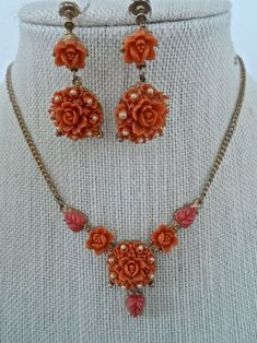 Vintage Carved Coral Celluloid Roses and Pearl Necklace and Matching Screw Back Earrings Costume Jewelry Vintage Faux Coral Jewelry Beaded Jewellery, Bead Jewelry, Pendant Jewelry, Jewelry Design, Pearl Beads, Pearl Necklace, 1940s Costume, Maharashtrian Jewellery, Antique Jewelry