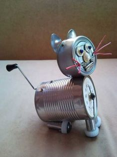 Recycled tin can cat clock desk table clock with crank arm t.- Recycled tin can cat clock desk table clock with crank arm tail Recycled tin can cat desk table clock with crank arm tail - Recycled Robot, Recycled Tin Cans, Aluminum Can Crafts, Tin Can Crafts, Recycled Art Projects, Recycled Crafts, Tin Can Man, Tin Man, Plastik Recycling