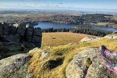 Burrator reservoir from Sheepstor on Dartmoor Visit Devon, Devon Uk, Devon And Cornwall, Hidden Places, Places To Go, Dartmoor National Park, Natural Wonders, Plymouth, Great Britain
