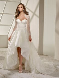 10 Stunning Dresses for Non-Traditional Brides Classic Wedding Dress, Dream Wedding Dresses, Bridal Dresses, Wedding Gowns, Mode Adidas, Plus Size Wedding, Gowns With Sleeves, Nice Dresses, Maid Dress