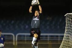 O goleiro @ojuliocesar_12 sobe e faz a defesa em dois jogos do @Flamengo em 2002