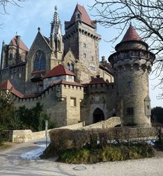 "Castle ""Kreuzenstein"" in Austria Beautiful Castles, Beautiful Buildings, Beautiful Places, Chateau Medieval, Medieval Castle, Castle House, Castle Ruins, Mansion Homes, Castle In The Sky"