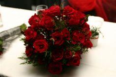 Red roses with berries budsbulbsandberries.com.au