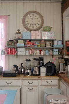 Elämää villa honkasalossa: keittiössä