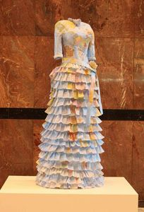Artist Susan Stockwell creates beautiful Victorian paper dresses from maps and money Paper Clothes, Paper Dresses, Doll Dresses, Fashion Artwork, Paper Fashion, Recycled Fashion, Dress Form, Art Plastique, Fashion Show