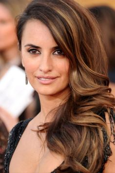 Highlighted brown hair Penelope Cruz. Similar to what my highlights look like.