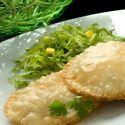 Empanadillas orientales con ensalada Chicken, Food, Savory Snacks, Empanadas Recipe, Chinese Recipes, Appetizer Recipes, Chinese Cuisine, Essen, Meals