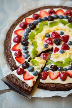 Brownie Fruit Pizza – Cooking Classy Brownie Fruit Pizza – Cooking Classy Related posts: This Simple Home: Fruit of the Spirit Object Lesson How to Make Banana Decoration Brownie Fruit Pizzas, Brownie Pizza, Fruit Pizza Bar, Mini Fruit Pizzas, Easy Fruit Pizza, Cookie Pizza, Brownie Desserts, Dessert Pizza, Vegan Desserts