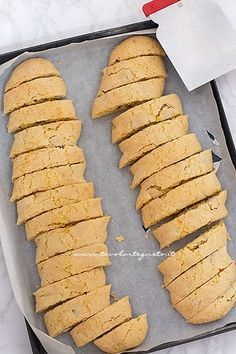 Cantucci: Original recipe of soft Tuscan Cantucci – Kitchenware Sweets Recipes, Easter Recipes, Wine Recipes, Cookie Recipes, Biscotti Cookies, Biscotti Recipe, Biscuit Bread, Italian Pastries, Sweets