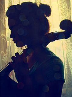 O silêncio que sai da boca, a música traduzida nas suas cordas...