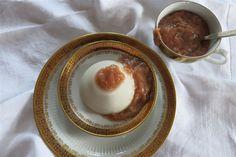Kokospudding mit Rhabarberkompott