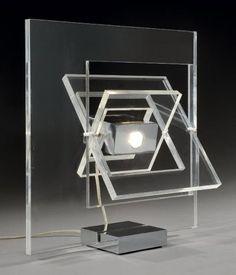 Biennale Internationale Design Saint-Etienne 2015 - Et lux fuit!Design: lumière sur le beau Yonel Lebovici Lampe modèle Satellite en pléxiglas et acier, 1971 © Michel Bury