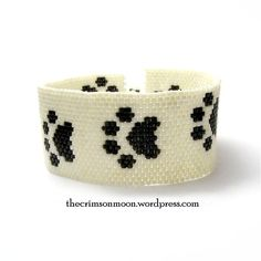 Here's another free peyote cuff pattern, perfect for animal lovers and really easy as a beginner pattern! I've called it Catwalk as it's meant to be a cat paw print but it could easily double as a ...