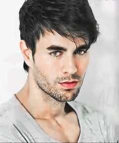 The Awesome Pic of Enrique Mohawk Hairstyles Men, Haircuts For Men, Enrique Iglesias, Impressive Image, Madrid, Actrices Hollywood, Male Face, English, Good Looking Men