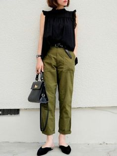 ooh this outfit! Fashion Wear, Work Fashion, Fashion Pants, Fashion Outfits, Womens Fashion, Casual Street Style, Casual Chic, Green Pants Outfit, Cool Outfits