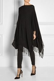 Poncho mit Fransen Adore this well-priced DKNY Asymmetric fringed knitted poncho Mode Outfits, Fall Outfits, Casual Outfits, Fashion Outfits, Womens Fashion, Mode Chic, Mode Style, Poncho Outfit, Knitted Poncho