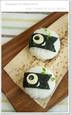 Cute & simple fish flag (koi no bori) onigiri rice balls Lunch Box Bento, Cute Lunch Boxes, Kawaii Bento, Cute Bento, Japanese Bento Box, Japanese Food, Bento Recipes, Baby Food Recipes, Food Decoration