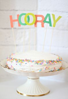 hooray // great way to dress up a homemade cake