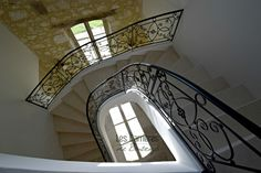 Castle Balarin (Gers region -France) bespoke stair off white color needled finish for the stair step ; bull nose 4 cm thickness. #frenchlimestone #french #limestone #frenchstyle #frenchdesign #design #stone #naturalstone #lifestyle #authentic #interiordesign #stairs #stonestairs