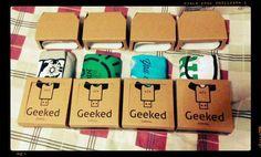 Porque un buen regalo debe tener un gran empaque!!!! Todas nuestras camisetas con empaque coleccionable!!!!! #geek #gamer #colombia #tshirt #camisetas #empaque