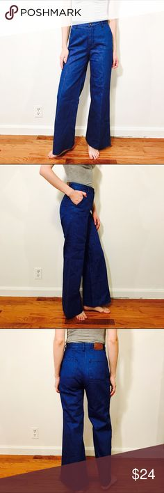 """H&M INDIGO FLARE BLUE JEANS #644 H&M, Size 6, Blue jean wide leg.  CONDITION: EUC No issues.  CHEST:  WAIST: 26"""" LENGTH: 41.5"""" INSEAM: 30"""" *All measurements taken while item is laid flat (doubled when necessary) and measured across the front  MODEL: 5'8""""  MATERIAL: 100% Cotton  STRETCH: None INSTAGRAM @ORNAMENTALSTONE 🚫Trading H&M Jeans Flare & Wide Leg"""