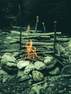 Dupa cum am scris si in titlu, sambata 03 august, am decis sa mancam in natura.A iesit un clip si un mic articol despre bushcraftul romanesc :-), ca sa zic asa.Ne-am relaxat, am facut focul pe malul raului si am Citește mai departe    Bushcraft Romania – Cheia – Baile Olanesti – Vatra langa apa si carne pe jar→ Asana, Bushcraft, Romania, Wood, Woodwind Instrument, Timber Wood, Trees, Camping Survival