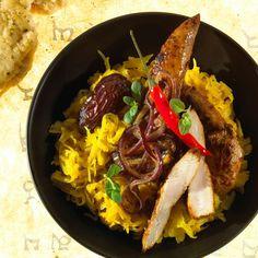 Kysané zelí na kari Sauerkraut, Chili, Curry, Paella, Veggies, Ethnic Recipes, Food, Dried Dates, Meat