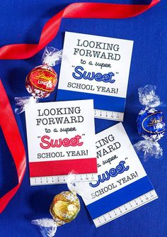 Teacher gift diy 373446994102917038 - A Sweet Back to School Teacher Gift Idea + Free Printables Source by lindamate Teacher Gift Tags, Teacher Gift Baskets, Teacher Birthday Gifts, Teacher Treats, School Treats, Teacher Appreciation Gifts, Employee Appreciation, Teacher Stuff, Back To School Gifts For Teachers
