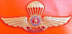 Thai Army 14th Parachute Metal Wings Badge Pin with Gear Disk and King Chulalongkorn Monument Center, Insignia Thailand
