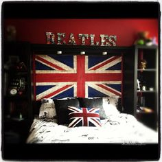 sweet dreams minus the beatles Room London, London Decor, Union Jack Bedroom, British Decor, British Style, British Bedroom, Union Flags, British Things, Girls Bedroom