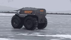 Some Russians have built the perfect apocalypse survival vehicle 4x4 Trucks, Diesel Trucks, Snow Removal Machine, Car Gif, Flying Vehicles, Snow Vehicles, Hors Route, Amphibious Vehicle, Automobile